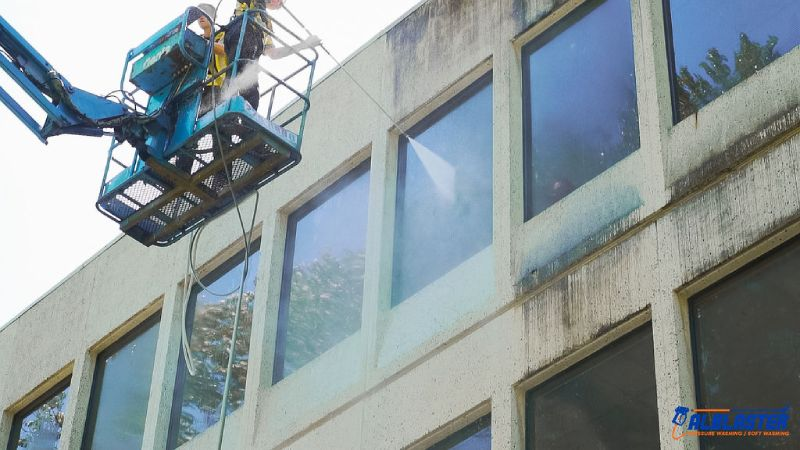 Commercial building in West Vancouver window cleaning